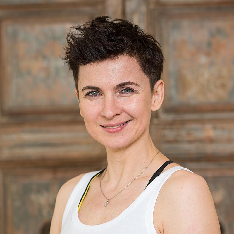 Private Yoga Institute Frankfurt | Elena Zeidler | Vinyasa Yoga